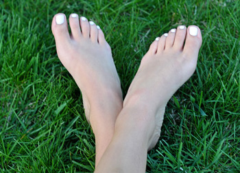 feet-in-grass2